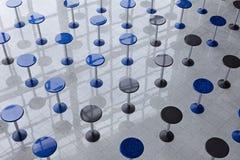 Σειρές των ψηλών διασκέψεων στρογγυλής τραπέζης Στοκ φωτογραφία με δικαίωμα ελεύθερης χρήσης