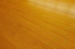 Σειρές χρυσά στενά εγκατεστημένα ξύλινα Slats Στοκ εικόνες με δικαίωμα ελεύθερης χρήσης