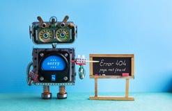 σελίδα 404 λάθους που δεν βρίσκεται Δάσκαλος ρομπότ με το δείκτη, μαύρο μήνυμα λάθους πινάκων κιμωλίας χειρόγραφο ανασκόπηση γαλα Στοκ Εικόνες