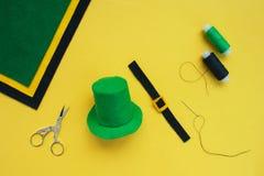 Σεμινάριο πώς να ράψει το αισθητό leprechaun καπέλο για την ημέρα του ST Πάτρικ στοκ φωτογραφία με δικαίωμα ελεύθερης χρήσης