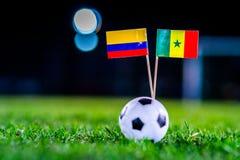 Σενεγάλη - Κολούμπια, ομάδα Χ, Πέμπτη, 28 Ποδόσφαιρο Ιουνίου, Παγκόσμιο Κύπελλο, Ρωσία 2018, εθνικές σημαίες στην πράσινη χλόη, ά στοκ φωτογραφίες