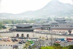 ΣΕΟΥΛ, ΚΟΡΕΑ - 12 Απριλίου 2014: Άποψη του παλατιού και Gwa Gyeongbock Στοκ Εικόνες