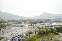 ΣΕΟΥΛ, ΚΟΡΕΑ - 12 Απριλίου 2014: Άποψη του παλατιού και Gwa Gyeongbock Στοκ Φωτογραφία
