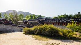 Σεούλ, Νότια Κορέα - 3 Ιουνίου 2017: Παραδοσιακή κορεατική αρχιτεκτονική λαϊκό εθνικό παλάτι μουσείων της Κορέας gyeongbokgung στοκ φωτογραφία με δικαίωμα ελεύθερης χρήσης