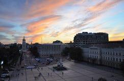 12 Σεπτεμβρίου 2010 - αρχαία ιστορική αρχιτεκτονική στο κέντρο του Κίεβου ενάντια στο μπλε ουρανό με τα άσπρα σύννεφα στοκ φωτογραφίες με δικαίωμα ελεύθερης χρήσης