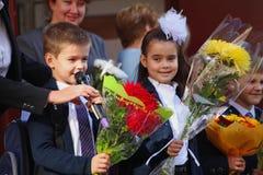 1 Σεπτεμβρίου, ημέρα γνώσης στο ρωσικό σχολείο Ημέρα της γνώσης ημερήσιο πρώτο σχολείο Στοκ Εικόνα