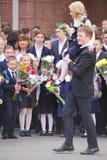 1 Σεπτεμβρίου, ημέρα γνώσης στο ρωσικό σχολείο Ημέρα της γνώσης ημερήσιο πρώτο σχολείο Στοκ φωτογραφία με δικαίωμα ελεύθερης χρήσης