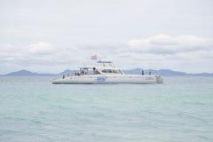 17 Σεπτεμβρίου 2014 - παρουσιασμένοι σκάφος τουρίστες τουριστών στο uninha Στοκ Φωτογραφίες