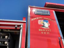 11 Σεπτεμβρίου 2001, τιμώντας το γενναιότερο, πυροσβεστικό όχημα, ΗΠΑ στοκ φωτογραφία με δικαίωμα ελεύθερης χρήσης