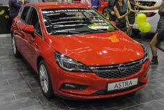 Σερβία  Βελιγράδι  Στις 2 Απριλίου 2017  Νέο πορτοκαλί Opel Astra  ο 53$ος Στοκ Εικόνες