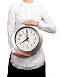 Σερβιτόρα που κρατά ένα ρολόι Στοκ εικόνες με δικαίωμα ελεύθερης χρήσης