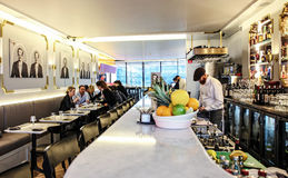 Σε ένα εστιατόριο Στοκ φωτογραφία με δικαίωμα ελεύθερης χρήσης