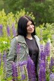 Σε ένα λιβάδι λουλουδιών Στοκ φωτογραφία με δικαίωμα ελεύθερης χρήσης