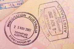Σελίδα διαβατηρίων με τον έλεγχο μετανάστευσης των γραμματοσήμων της Αυστραλίας Στοκ Εικόνα