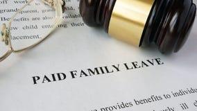 Σελίδα με μετ' αποδοχών την τίτλος οικογενειακή άδεια στοκ φωτογραφία με δικαίωμα ελεύθερης χρήσης