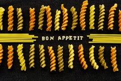 Σελίδα Appetit Bon από τα ζυμαρικά που συλλαβίζει, στο Μαύρο Στοκ Εικόνες