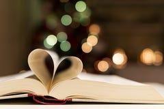 Σελίδες βιβλίων στη μορφή της καρδιάς Στοκ Φωτογραφία