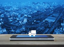 Σε απευθείας σύνδεση έννοια μεταφορών επιχειρησιακών φορτηγών στοκ εικόνα