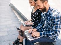 Σε απευθείας σύνδεση εκπαίδευση τεχνολογίας Διαδικτύου υπολογιστών Στοκ φωτογραφίες με δικαίωμα ελεύθερης χρήσης
