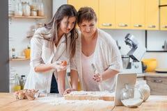 Σε απευθείας σύνδεση μαγειρική ζύμη τροφίμων αρτοποιείων κατηγορίας σπιτική στοκ φωτογραφίες