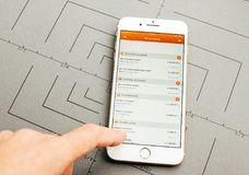 Σε απευθείας σύνδεση τραπεζικές εργασίες Ing στο iPhone 7 συν τα προγράμματα εφαρμογών Στοκ εικόνα με δικαίωμα ελεύθερης χρήσης