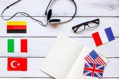 Σε απευθείας σύνδεση έννοια εκπαίδευσης στην εκμάθηση της τοπ άποψης υποβάθρου γραφείων γλωσσικού τρόπου ζωής Στοκ φωτογραφίες με δικαίωμα ελεύθερης χρήσης