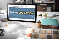 Σε απευθείας σύνδεση έννοια τεχνολογίας ε-εκμάθησης αρχικών σελίδων εκπαίδευσης Στοκ Φωτογραφίες