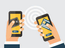 Σε απευθείας σύνδεση τεχνολογία έννοιας NFC χρημάτων trasfer Στοκ φωτογραφία με δικαίωμα ελεύθερης χρήσης