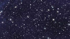 Σε αργή κίνηση αστέρια νύχτας στα υπόβαθρα ενός ουρανού ελεύθερη απεικόνιση δικαιώματος