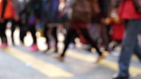 Σε αργή κίνηση βίντεο των ανθρώπων που κινούνται στο σταυροδρόμι Χογκ Κογκ απόθεμα βίντεο