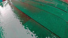 Σε αργή κίνηση βίντεο των πτώσεων βροχής απόθεμα βίντεο