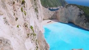 Σε αργή κίνηση εναέρια άποψη HD της καταπληκτικής τυρκουάζ παραλίας Navagio διακοπές στον παράδεισο, seascape, διακοπές, ταξίδι,  φιλμ μικρού μήκους