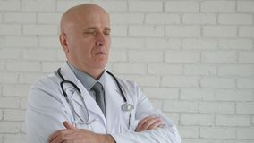 Σε αργή κίνηση με τη σοβαρή αναμονή γιατρών σε μια βέβαια θέση απόθεμα βίντεο