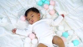 Σε αργή κίνηση να βρεθεί μωρών στο κρεβάτι φιλμ μικρού μήκους