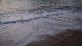 Σε αργή κίνηση ξενοδοχείο άδειας vacationer για να απολαύσει τη θάλασσα φιλμ μικρού μήκους