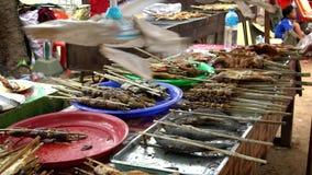 Σε αργή κίνηση περιστραφείτε τον εξαερισμό στα καμποτζιανά τρόφιμα στάσεων στην αγορά οδών φιλμ μικρού μήκους