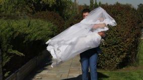 Σε αργή κίνηση στιγμές των ευτυχών newlyweds 02 φιλμ μικρού μήκους