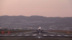 Σε αργή κίνηση του προσγειωμένος μεγάλου αεροπλάνου απόθεμα βίντεο