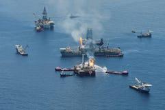 σε βαθιά νερά διαρροή πετρ& Στοκ Εικόνες