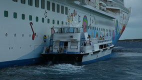 2 σε 1, επιπλέον σκάφος εξόρμησης δίπλα στο κρουαζιερόπλοιο, Μπαχάμες φιλμ μικρού μήκους