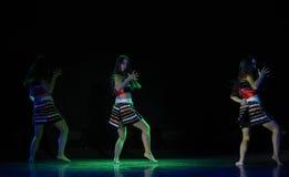Σεληνόφωτο και ο σκιά-εθνικός λαϊκός χορός Στοκ Εικόνες