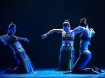 Σεληνόφωτο και ο σκιά-εθνικός λαϊκός χορός Στοκ Εικόνα