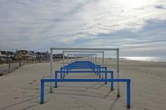 Σηκώστε τους φραγμούς στην παραλία Μαΐου ακρωτηρίων Στοκ εικόνα με δικαίωμα ελεύθερης χρήσης