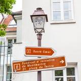 Σημάδια θέσεων και οδών λαμπτήρων σε Montmarte Στοκ Φωτογραφία