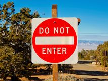 Σημάδια: Μην εισάγετε σε Campground Στοκ εικόνα με δικαίωμα ελεύθερης χρήσης