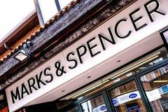 Σημάδια & σημαντικός βρετανικός πολυεθνικός λιανοπωλητής κεντρικών οδών ομάδας του Spencer στοκ φωτογραφία με δικαίωμα ελεύθερης χρήσης