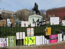 Σημάδια της διαμαρτυρίας στο πάρκο του Λαφαγέτ Στοκ Εικόνες