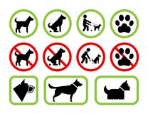 Σημάδια του περιορισμού και της άδειας σχετικά με τα σκυλιά κατοικίδιων ζώων Στοκ φωτογραφίες με δικαίωμα ελεύθερης χρήσης