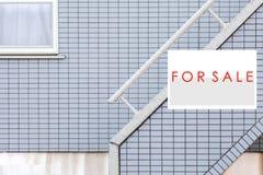 Σημάδι ακίνητων περιουσιών πώλησης Στοκ Εικόνες