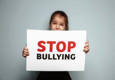 Σημάδι εκμετάλλευσης μικρών κοριτσιών με το κείμενο Στοκ φωτογραφία με δικαίωμα ελεύθερης χρήσης